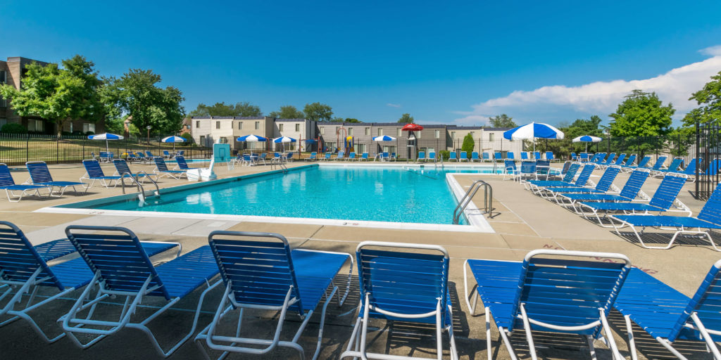 Middletowne and the dona apartments for rent in laurel md southern management for Laurel municipal swimming pool